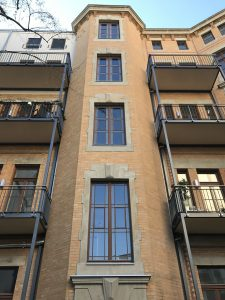 fertiggestellte Hoffassade, Treppenhausturm